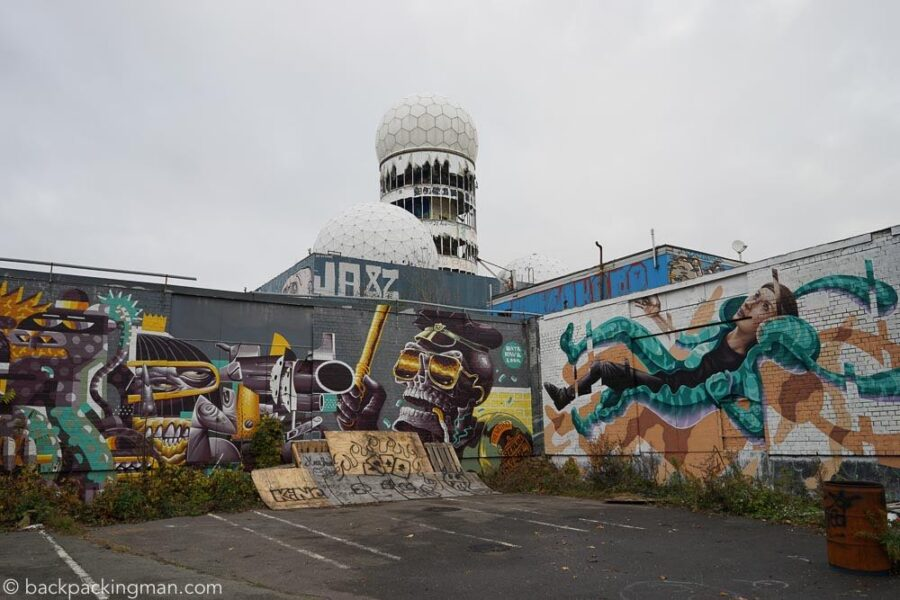 teufelsberg graffiti at abandoned nsa spy station in berlin. Black Bedroom Furniture Sets. Home Design Ideas