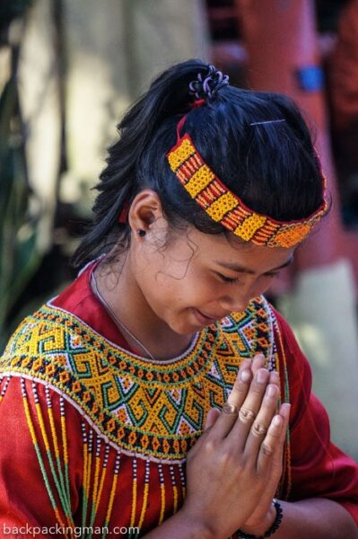 traditional-dressed-girl-tana-toraja
