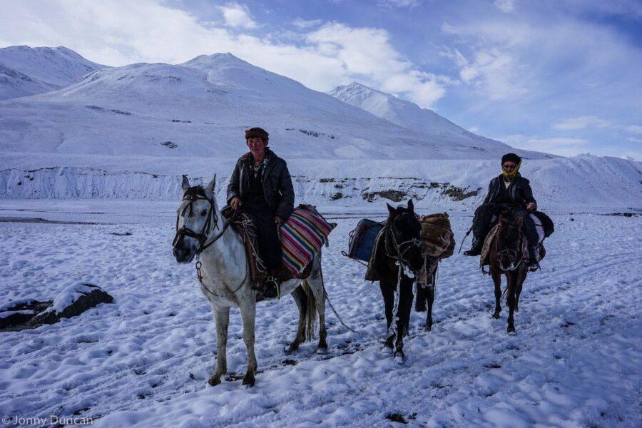 hiking-afghanistan-pamir-mountain-12