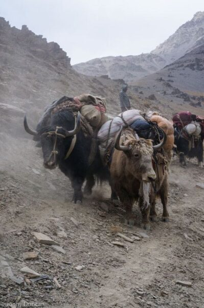 hiking-afghanistan-pamir-mountains