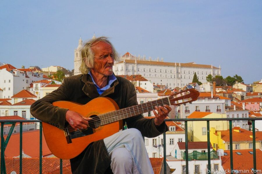 Guitar player in Lisbon