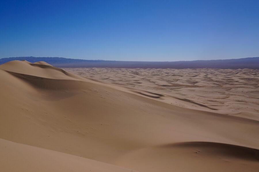 sand-dune-gobi-desert-mongolia