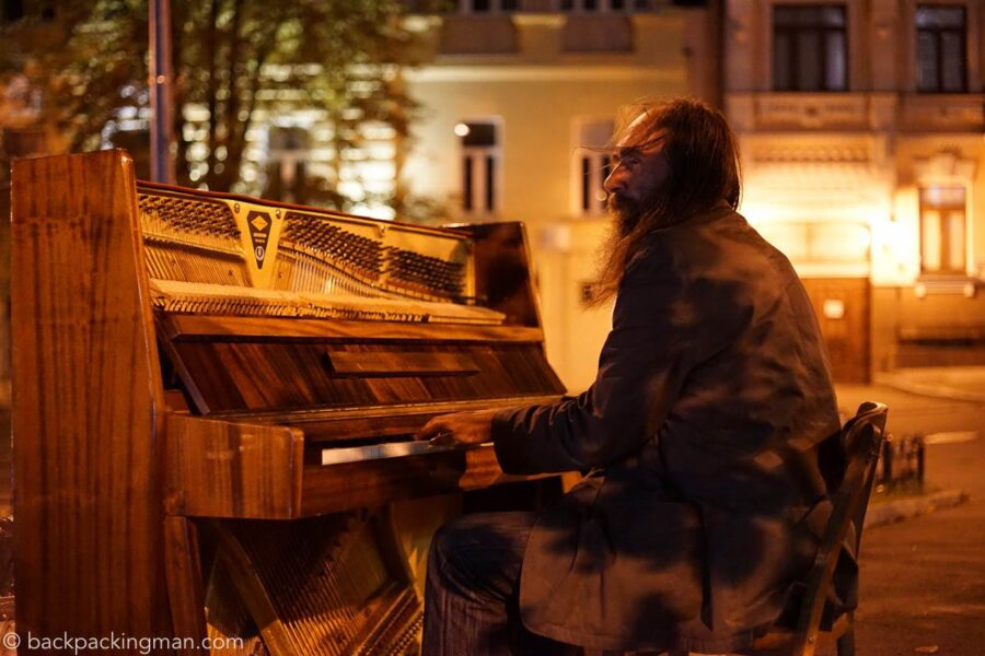kiev-piano-player