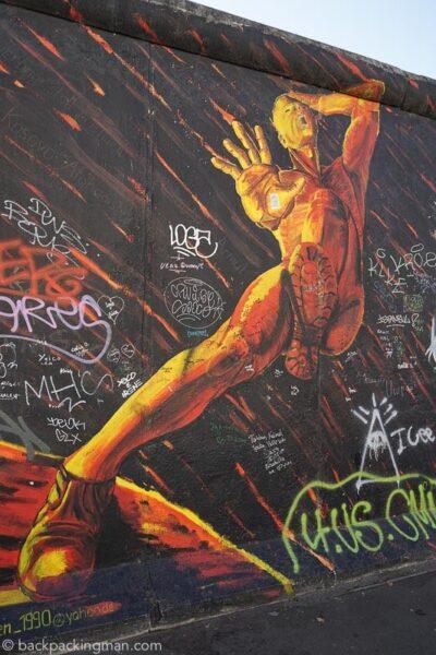 east-side-gallery-art-berlin-wall-1
