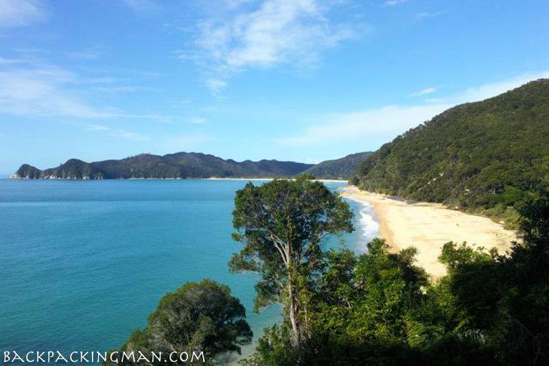 hiking-abel-tasman-new-zealand-autumn