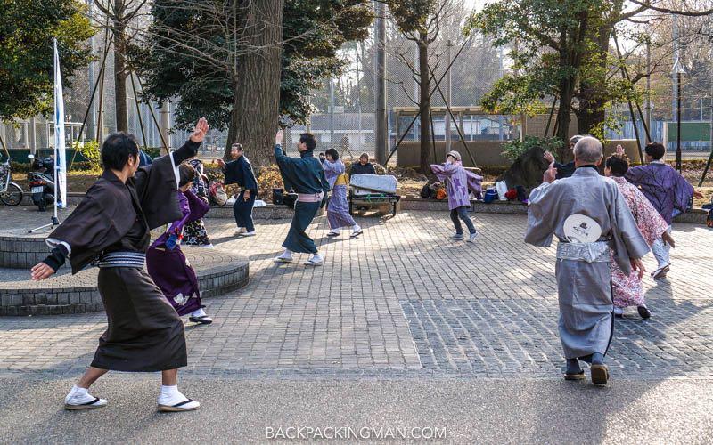 japan-park-dancing
