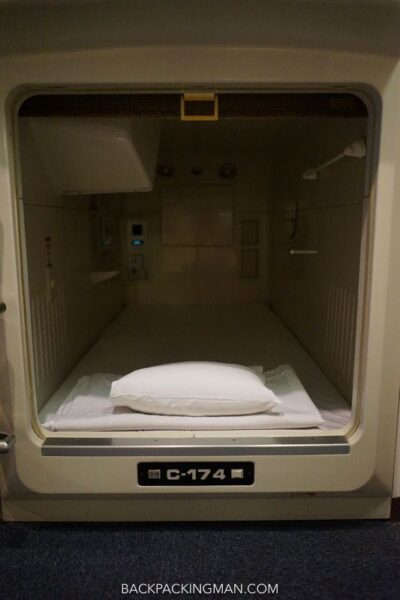 japan-capsule-hotel-3