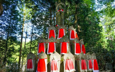 Okonuin Cemetery and Mount Koya Temples in Koyasan (Must Visit!)