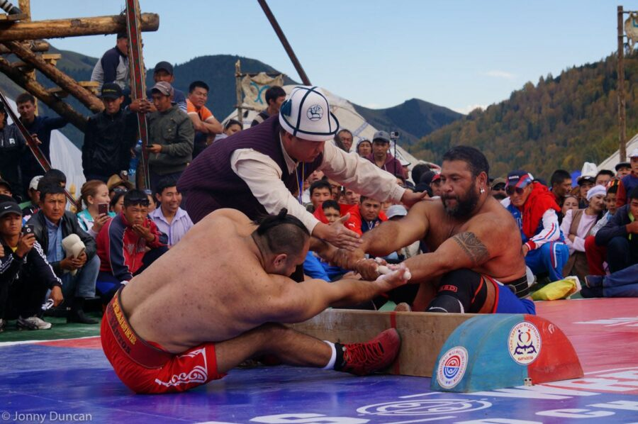 mas-wrestling-world-nomad-games-2016