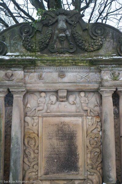 stirling cemetary grave skulls