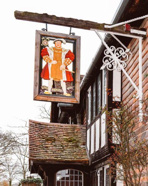 pub never castle king Henry pub