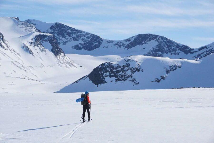 jotunheimen national park hiking in snow