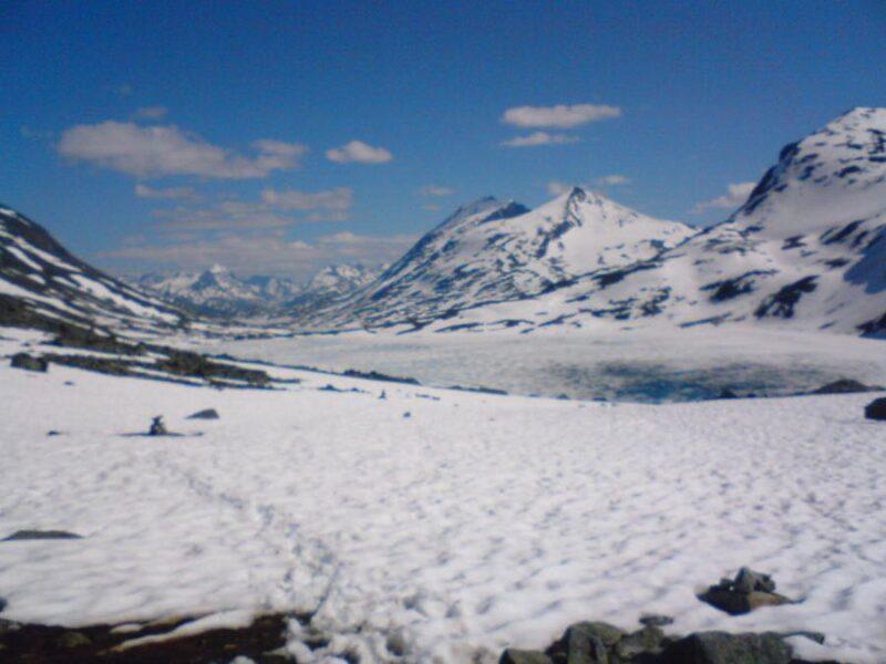 hiki g in snow Jotunheimen National Park