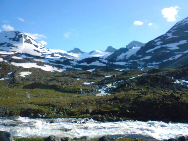 hiking jotunheimen national park