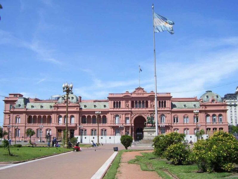 things to do in Buenos Aires - Plaza de Mayo