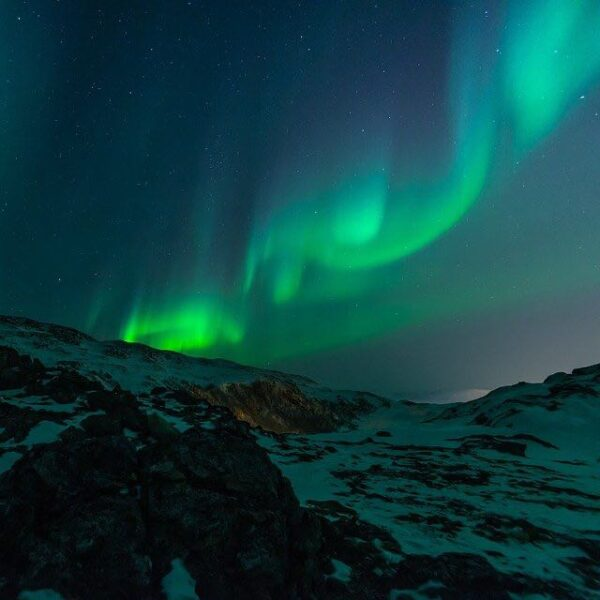 Northern lights Anchorage by mountains